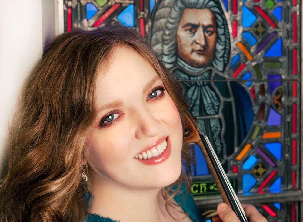 Rachel Barton Pine in front of window of Bach