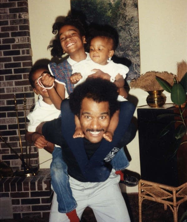Melvin Carter Jr. with his three children.