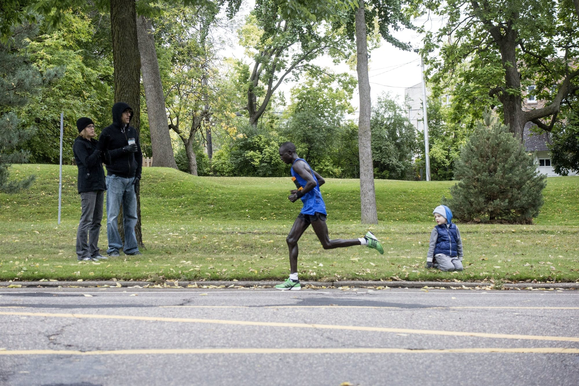 The first marathon runners reach the 24-mile marker on Sunday.