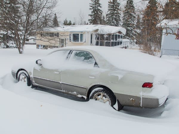 Blizzard drops 20+ inches of snow in Duluth