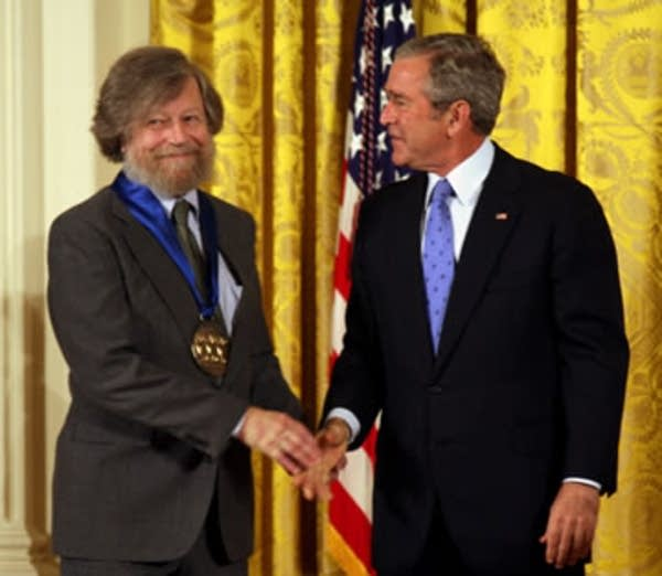 Lauridsen receives National Medal of Arts
