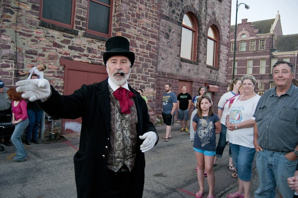 Chuck Ness leads a Ghost Walk in Pipestone.
