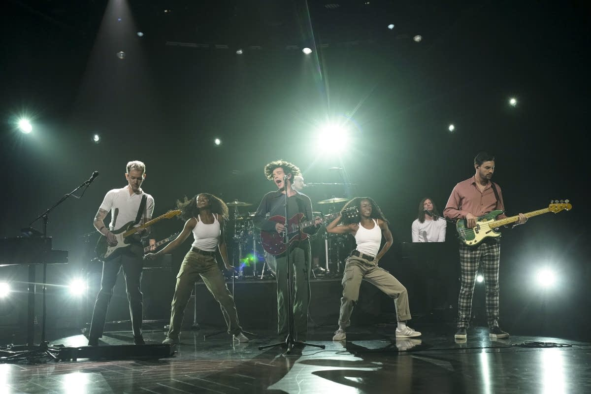 The 1975 perform on The Late Late Show with James Corden