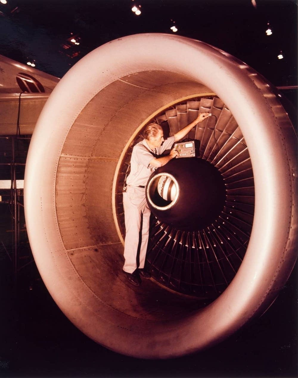 Inspecting jet engines