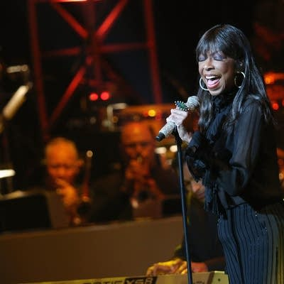 Babba5 20160101 singer natalie cole performs