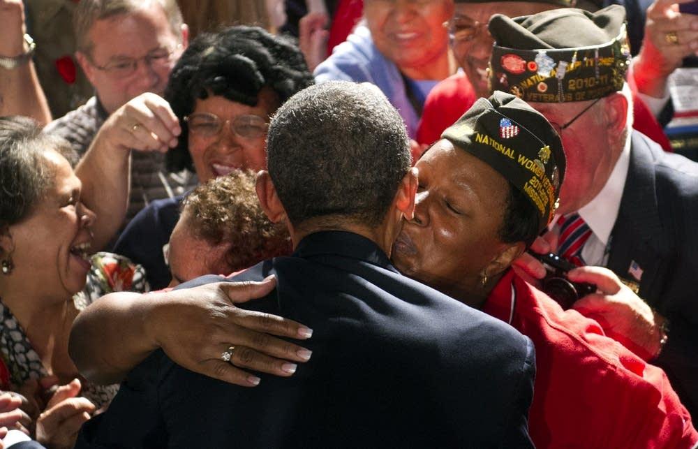 Obama greets VFW members