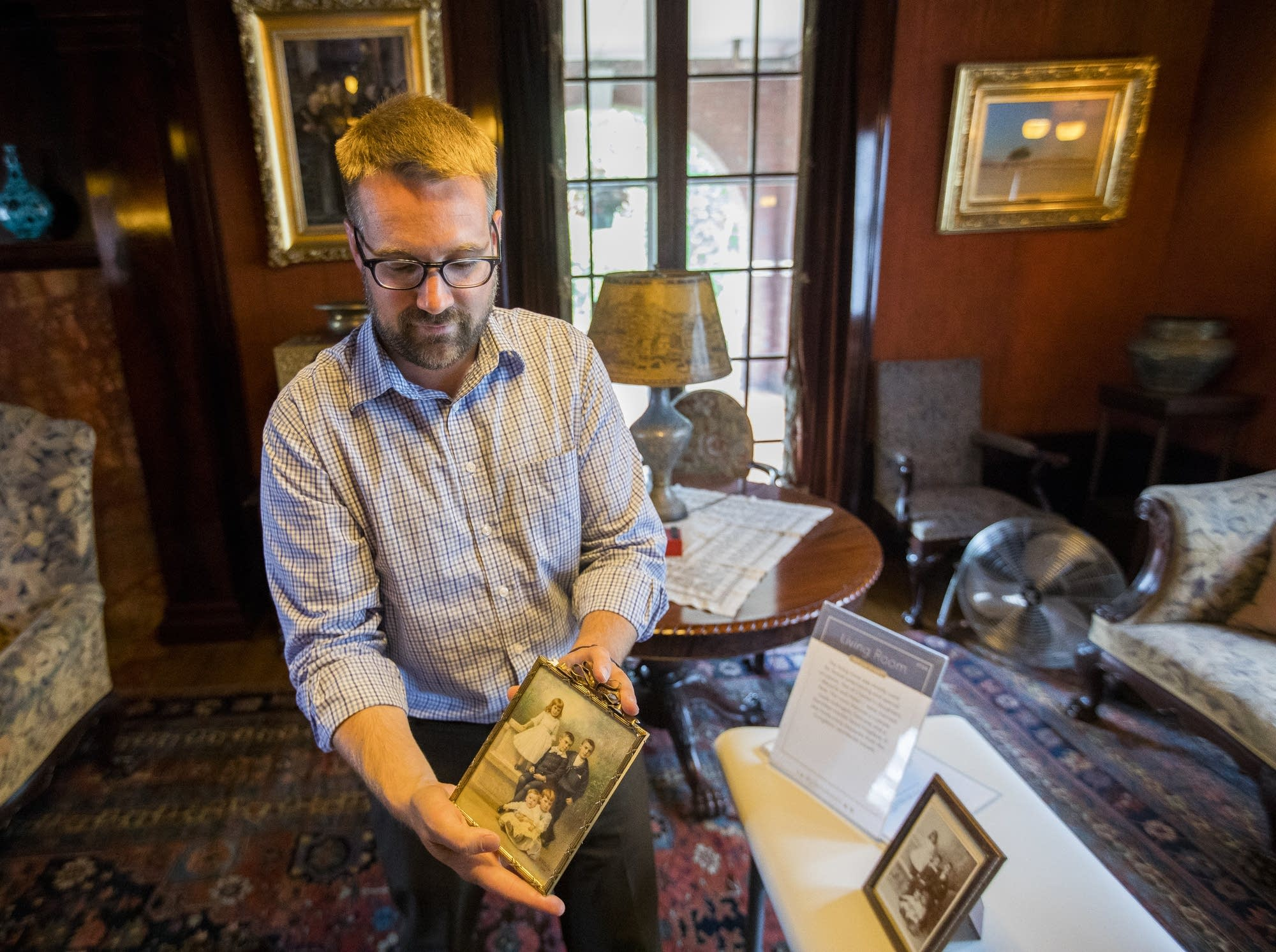 Glensheen director Dan Hartman talks about a Congdon family portrait.