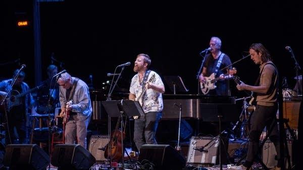 Dan Auerbach sings