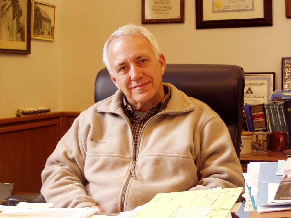Sen. Wes  Skoglund