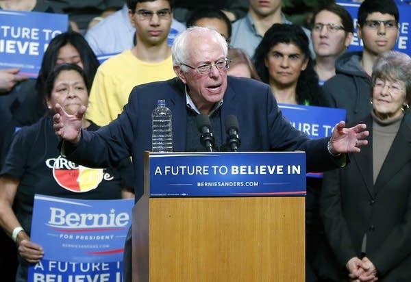 Bernie Sanders campaigns in Duluth