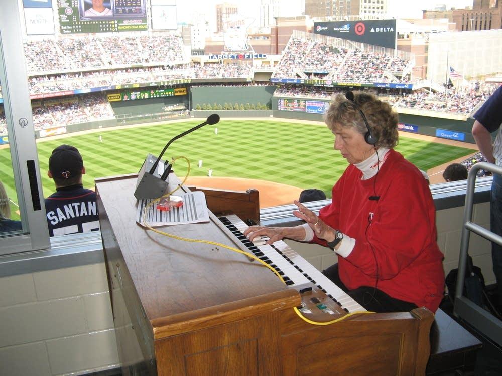 Organist Sue Nelson