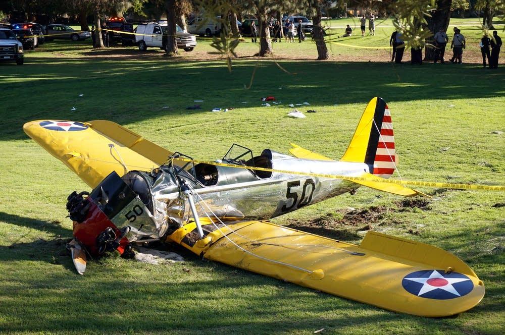 Harrison Ford S Airplanes : Harrison ford crash lands vintage plane on golf course