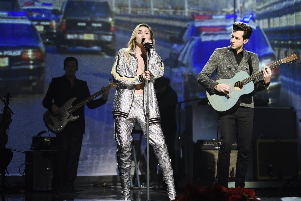 Miley Cyrus and Mark Ronson perform on Saturday Night Live