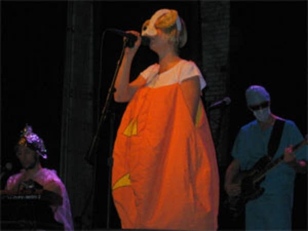 Sia and her band