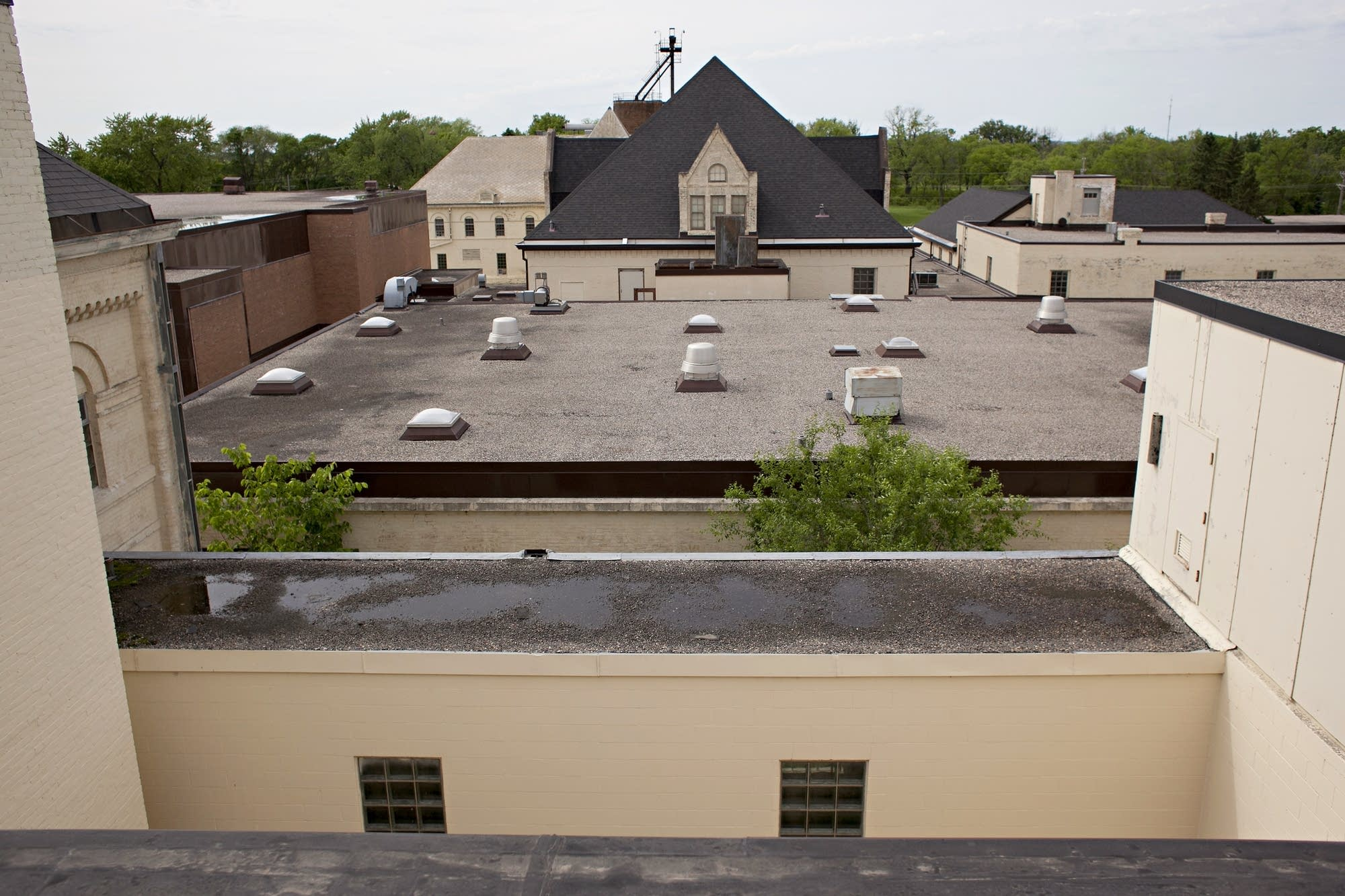 Wiew of the former state hospital in Fergus Falls across the roof.