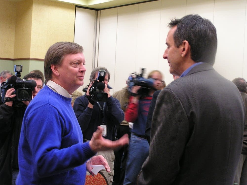 Gov. Pawlenty talks to Moorhead Mayor Voxland