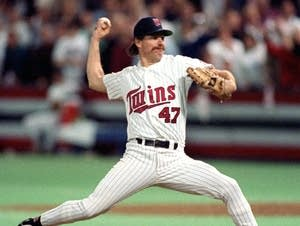 Jack Morris pitches during the 1991 World Series.