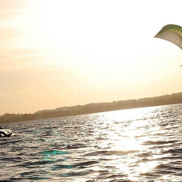 Brody Johnson kite surfing