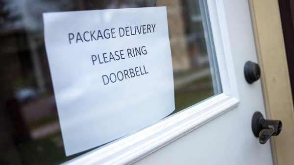 A sign gives instructions for delivery.