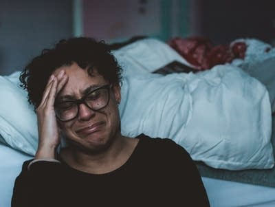 Dde2a3 20190529 a woman cries beside her bed
