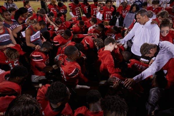 Winona High School football team prays
