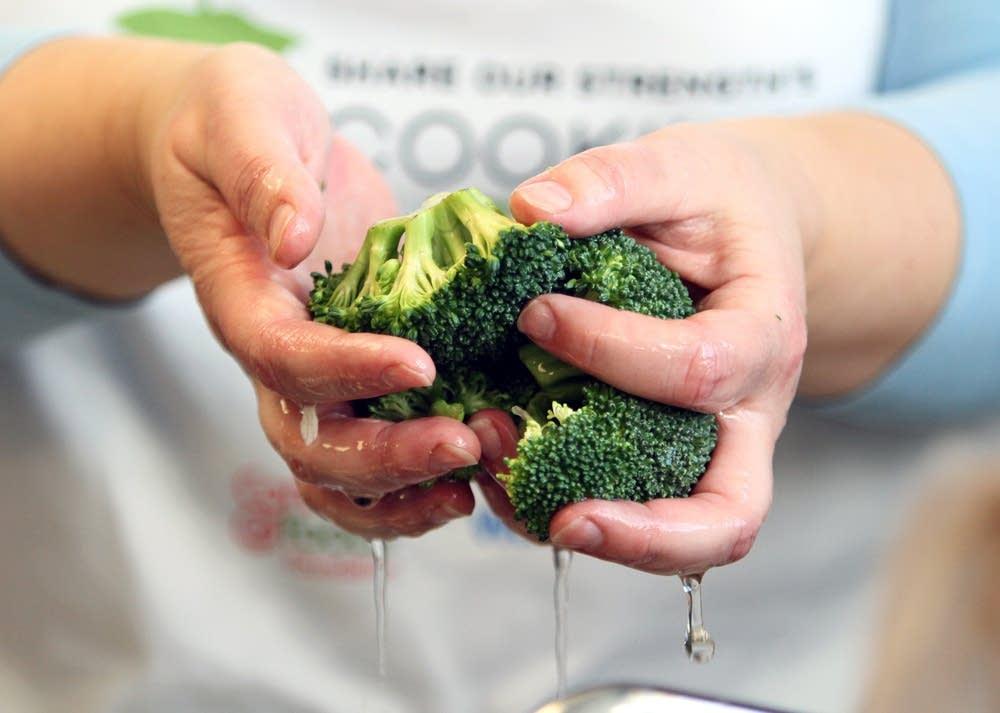 Washing broccoli