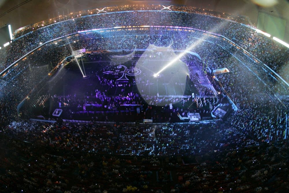 Prince plays Super Bowl XLI