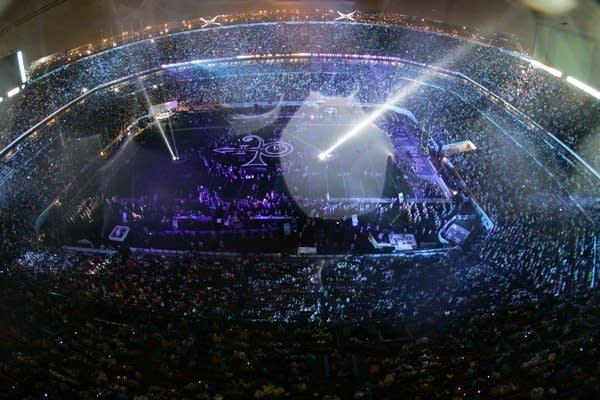 Prince plays Super Bowl XLI