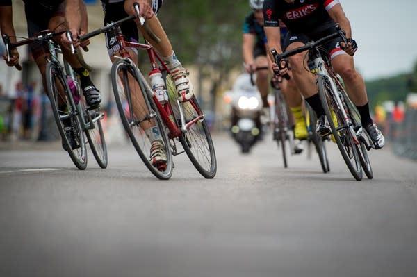 Elite Amateurs raced on Lake Street.
