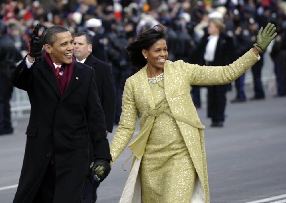 Obamas walking