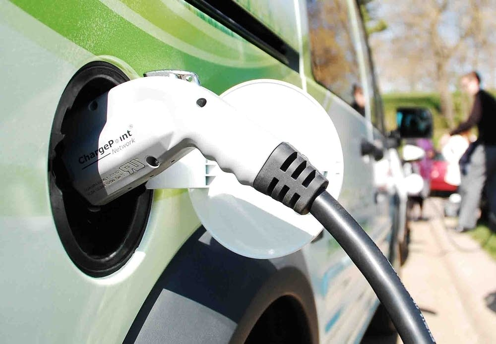 Solar-powered electric vehicle charging station