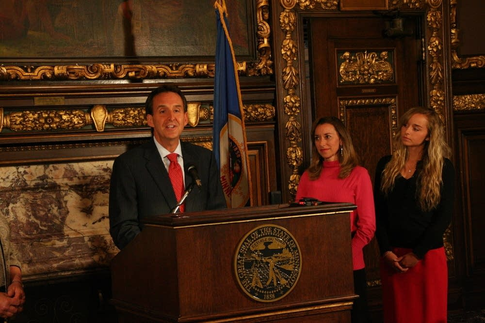 Gov. Tim Pawlenty announces no third term