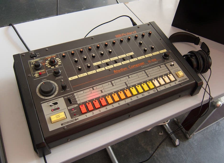 9 30 coffee break the roland tr 808 drum machine the current. Black Bedroom Furniture Sets. Home Design Ideas