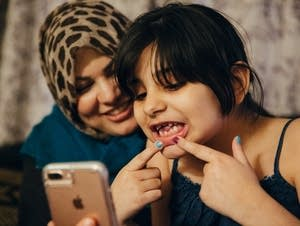 Maryam shows her father missing teeth.