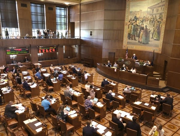 Lawmakers convene at the Oregon Senate