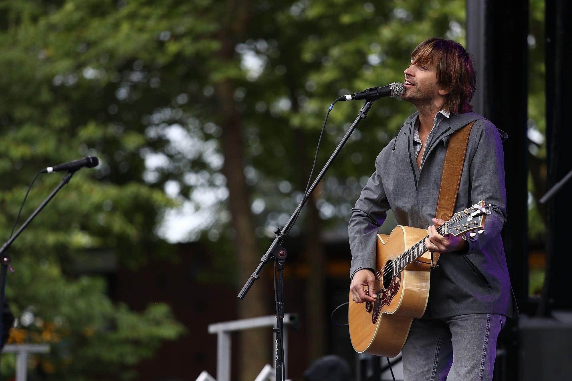 Rhett Miller performing in Seattle