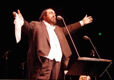 4477e9 20160212 luciano pavarotti