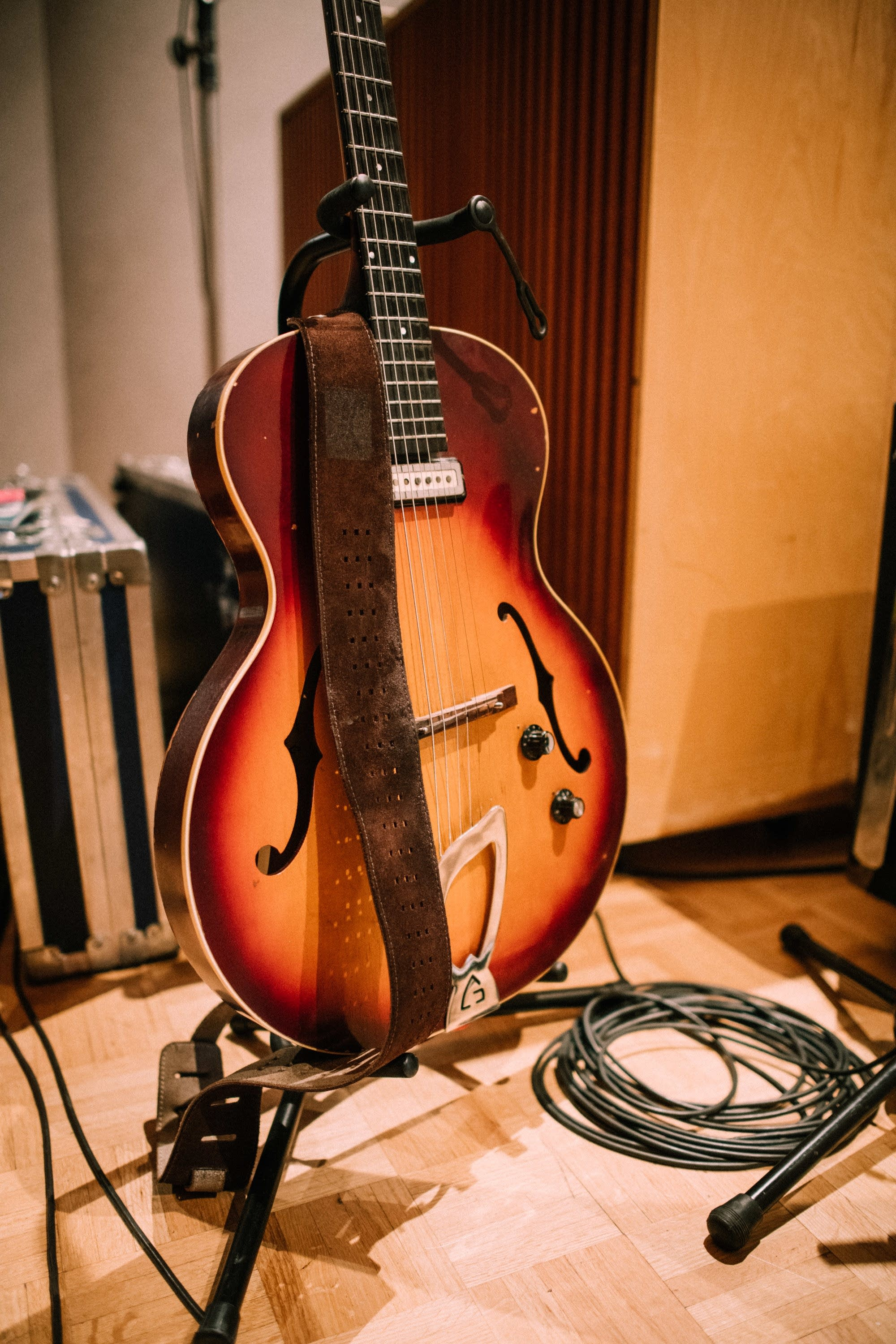 the current 39 s guitar collection daniel rossen of grizzly bear guild t 50 the current. Black Bedroom Furniture Sets. Home Design Ideas