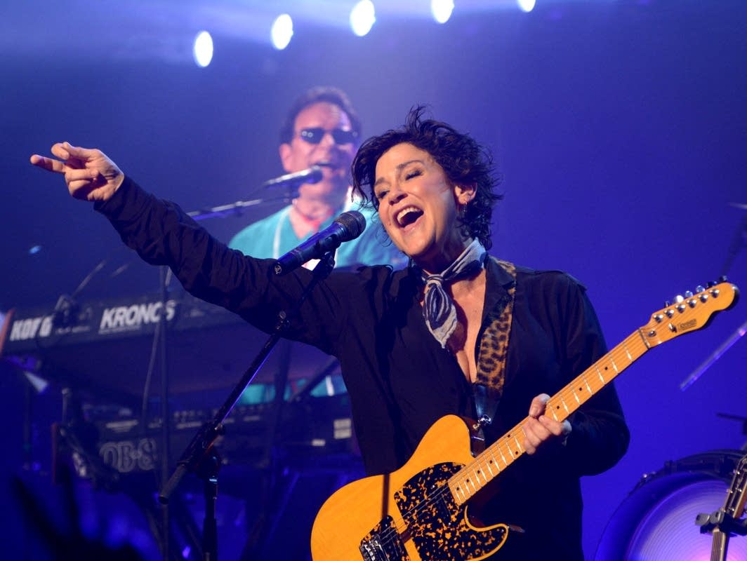 Wendy Melvoin performs with the Revolution