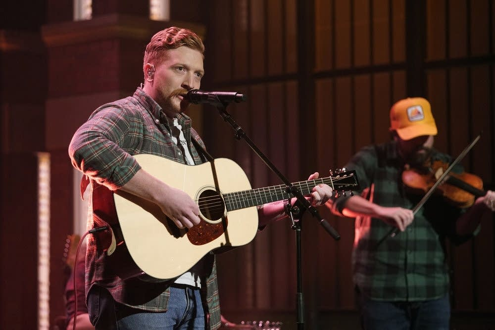 Tyler Childers performs on 'Late Night with Seth Meyers'