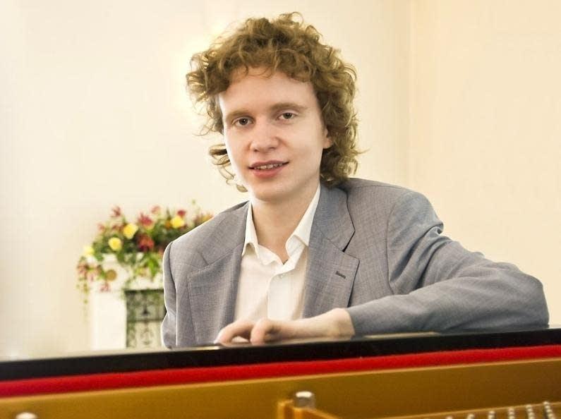 Nikolay Khozyainov