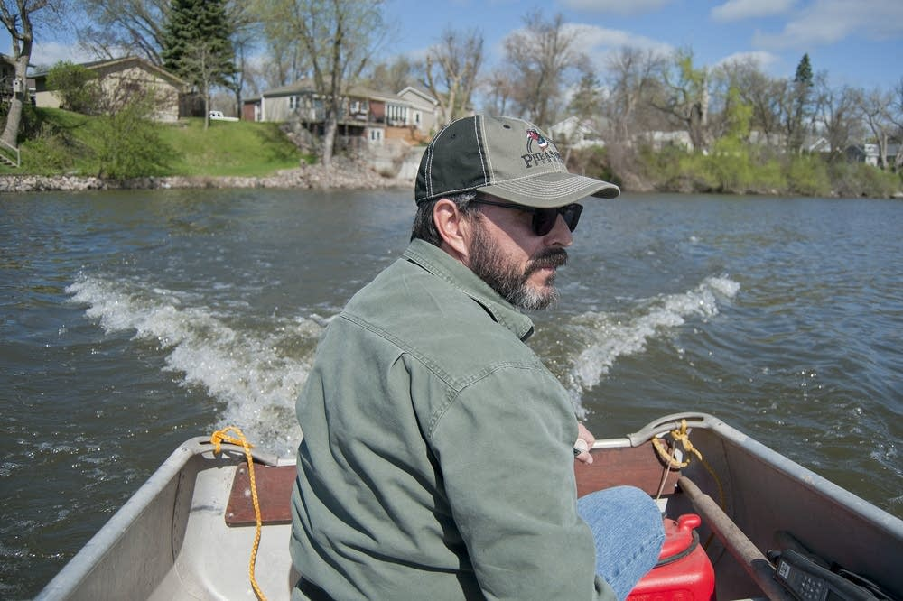 Dan Livdahl steers his boat away from the shore.