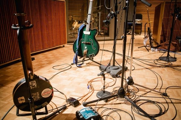 Kate Stables' zither banjo and Hobner guitar