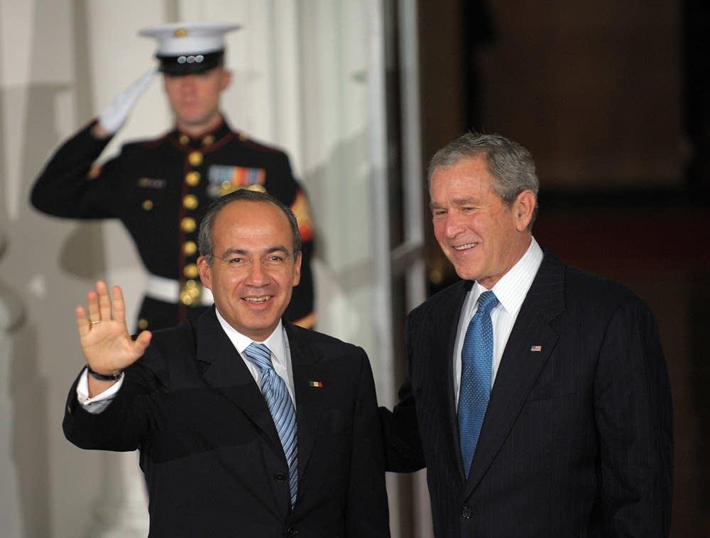 Pres. Bush greets Mexican Pres. Calderon