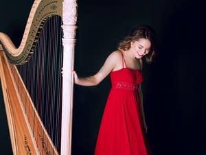 Harpist Katherine Siochi