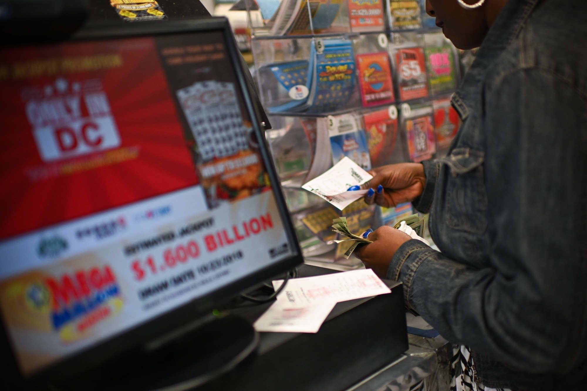 1 537 billion mega millions ticket just misses world record mpr news