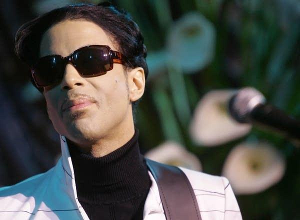 Prince plays Webby Awards
