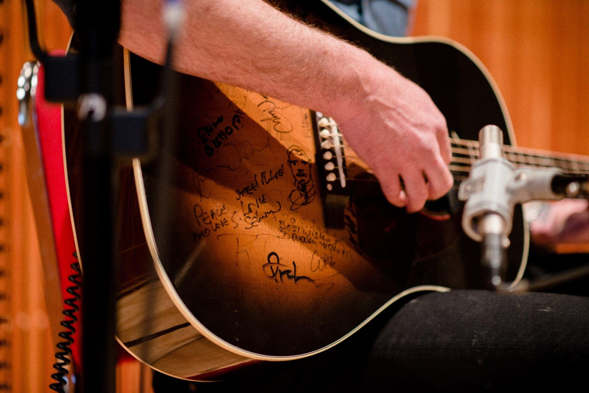 g love guitar