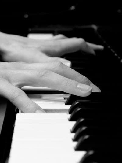 E8fbd6 20080721 piano hands