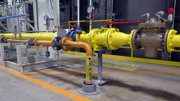 The plant can run on either natural gas or fuel oil.